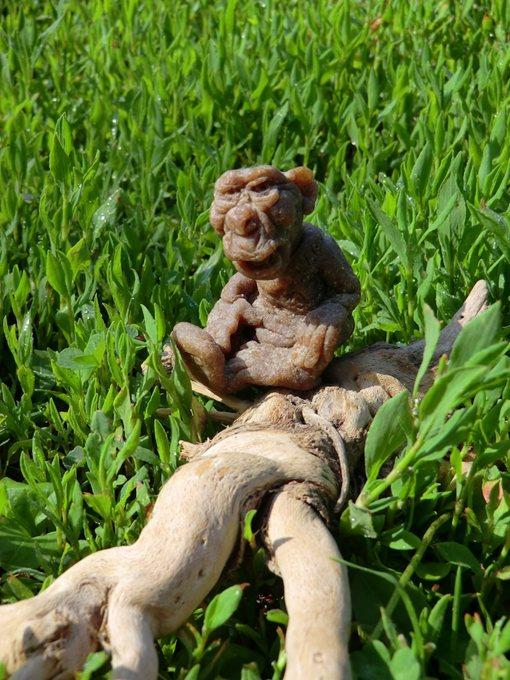 Цурин Борис. Цивилизованный мир (Обезьянка с ноутбуком, на спине надпись WWF), кукла из хлебного мякиша, высота скульптурки 5 см
