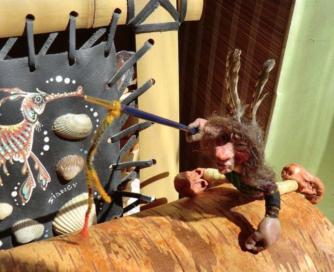Цурин Борис. МОЙ ДРУГ -  ХУДОЖНИК, РЕСТАВРАТОР И НАСТОЯЩИЙ ИНДЕЕЦ за работой, кукла на каркасе, все части тела даже пальчики подвижные