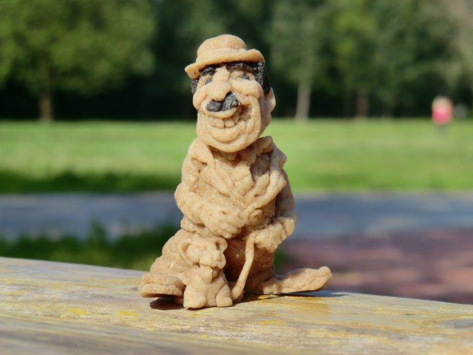 Цурин Борис. Артист на прогулке, кукла из хлебного мякиша, высота скульптурки 8 см